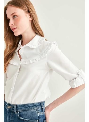 Vitrin Yaka Ve Roba Fırfır Detaylı Gömlek Beyaz